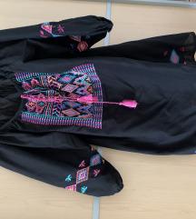 Crna haljina sa sarenim koncima
