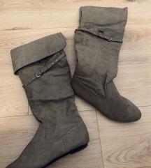 Sive duboke čizme