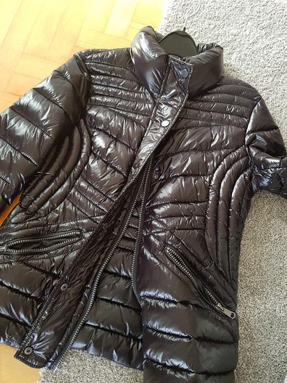 Nova crna tanka jakna