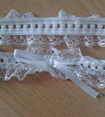 Bijela čipkasta podvezica ili traka za kosu