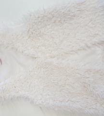 Bijeli krzneni prsluk bezrukavnik