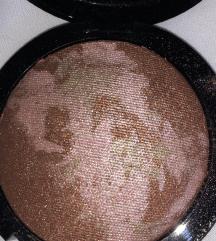 Farmasi terracotta powder highlighter/bronzer