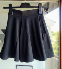 Crna skater suknja XXS