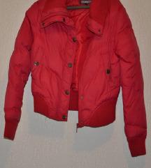 Crvena kratka jakna