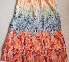 Plisirana, šarena suknja