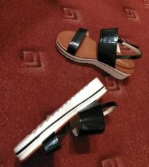 nove sandale, ug= cca 25cm, broj 39-ide na 38....