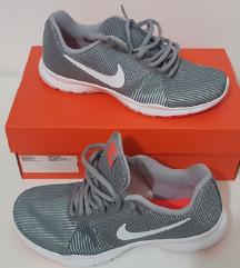Nove ženske Nike tenisice