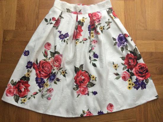 Cvjetna retro suknja
