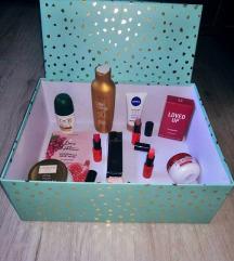 Novi lot kozmetike plus kutija za poklon