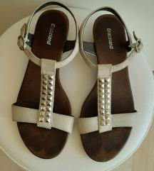 Smeđe sandale s cirkonima