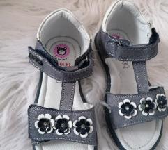 Nove sandale br. 26