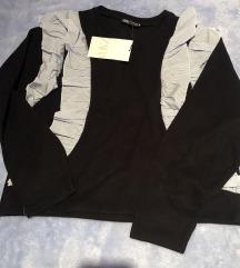 Zara sweatshirt crna s volanima M