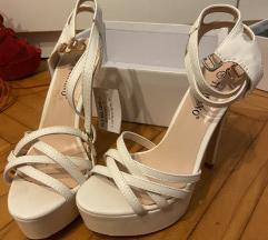 Bijele stikle sandale nove