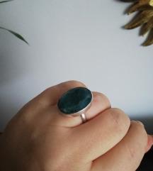 Srebrni prsten sa smaragdom
