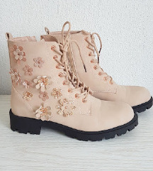 Nove cizme vel 40