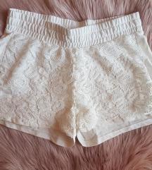 Bijele hlačice NOVO