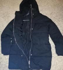 H&M pretopla jakna s kapuljačom.