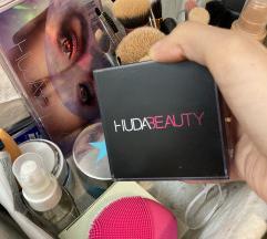 Huda Beauty baking setting powder