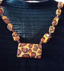 Upečatljiva ogrlica leopard uzorak