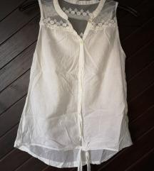 Bijela bluza s čipkastim detaljima