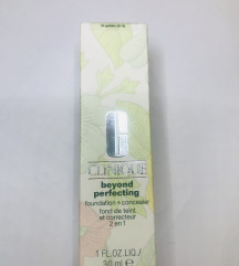 Clinique Beyond Perfecting 24 Golden tekuci puder