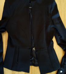 crni kostim sa suknjom