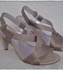 Sivo beige satenske sandale