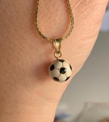 zlatni lancic i privjesak nogomenta lopta