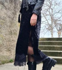 Zara baršunasta haljina s uzorkom i čipkom