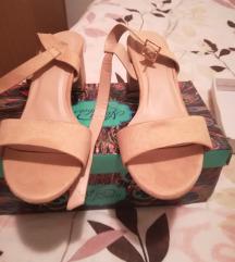 Sandale nove 37