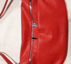 Crvena torba sa puno pregrada