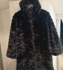Crna bunda sa kapuljacom -snizena 700