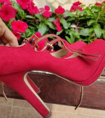 Crvene štikle cipele