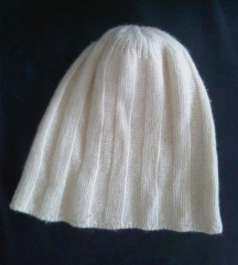 Bijela vunena kapica za bebe
