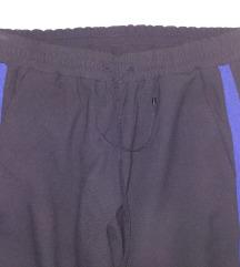 ONE STEP kvalitetne crne hlače s crtom