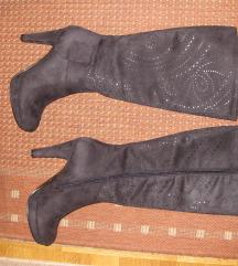 Visoke crne čizme na petu, brušena koža