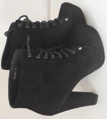 Cipele na debelu petu