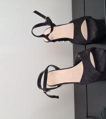 Crne sandale s umjetnim biserima