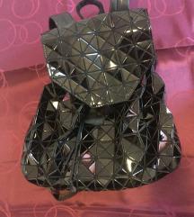 crni sjajni ruksak NOVO