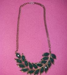 Zlatna statement ogrlica za zelenim kamenčićima