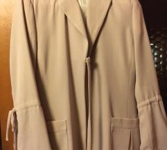 Duža jaknica prljavo roza boje