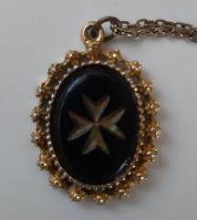 Malteški križ-privjesak i lančić/starina