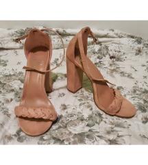 roze sandale na petu