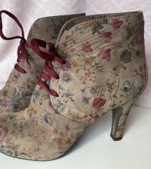 Cvjetne cipele na petu