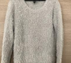 H&M fluffy pulover