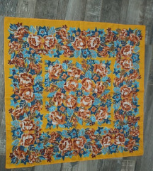 Vintage marama krasna na traper i u jesen