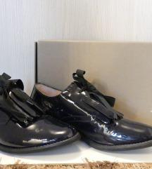 Bata lakirane cipele