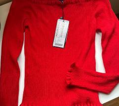 Crveni pulover golih ramena