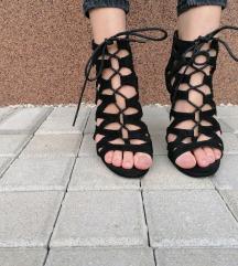 Jednom nošene sandale na petu
