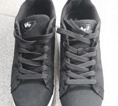 Crne niske tenisice